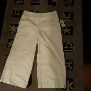 Alfani tummy control capris white size4 nwt